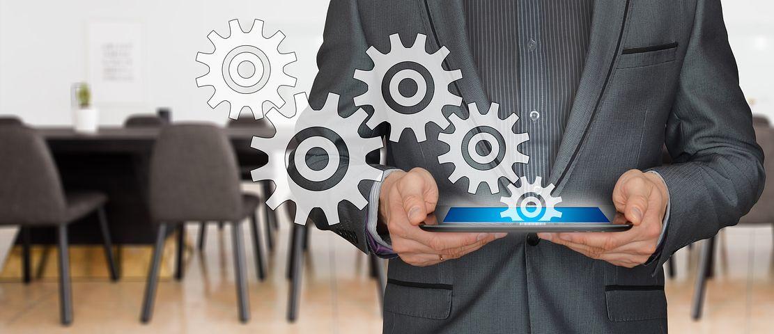 Le CRM, pour Customer Relationship Management, s'impose de plus en plus comme l'un des outils essentiels pour la réussite de l'entreprise. Petit tour d'horizon des avantages et du fonctionnement du CRM pour son entreprise