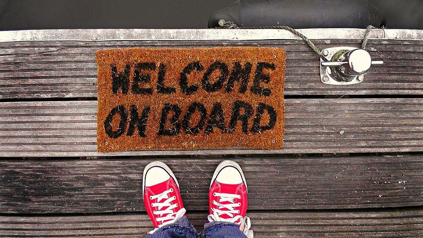L'accueil et l'intégration d'un nouvel employé en 4 étapes pour favoriser l'engagement et la motivation de vos nouvelles recrues