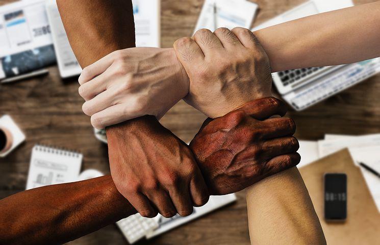 S'il est souvent vu comme une journée perdue et interminable, le séminaire d'entreprise peut être un moment d'échange profitable à toute l'entreprise.